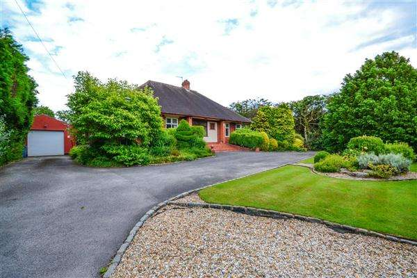 3 Bedrooms Detached Bungalow for sale in Cinnamon Lane, Fearnhead, Warrington