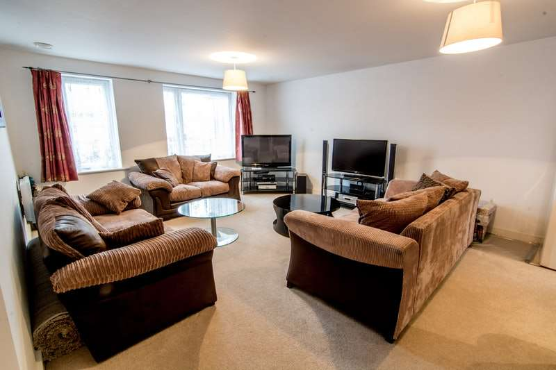 2 Bedrooms Flat for sale in Selwyn Grove, Milton Keynes, Buckinghamshire, MK3