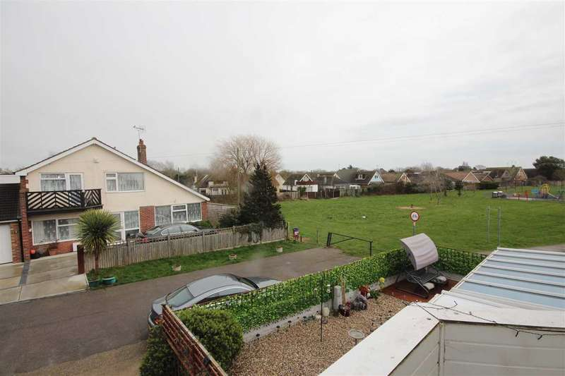 4 Bedrooms Detached House for sale in Crossways, Jaywick, Clacton-On-Sea