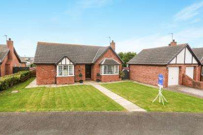 3 Bedrooms Bungalow for sale in Parc Branwen, Valley, Holyhead, Sir Ynys Mon, LL65