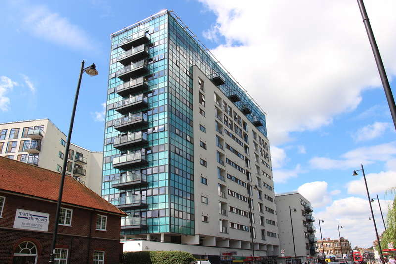 2 Bedrooms Flat for sale in Colman Parade, Southbury Road