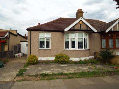 2 Bedrooms Bungalow for sale in Hainault, Ilford, Essex