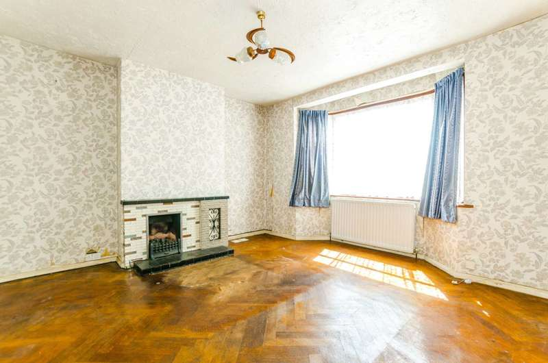 3 Bedrooms Semi Detached House for sale in Crofton Road, Plaistow, E13