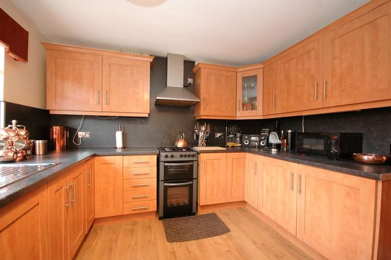 3 Bedrooms Semi Detached House for sale in Ferndene Crescent, Sunderland, Tyne and Wear, SR4