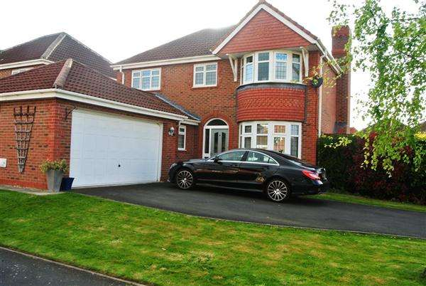 4 Bedrooms Detached House for sale in Belle Field Close, Lower Penwortham