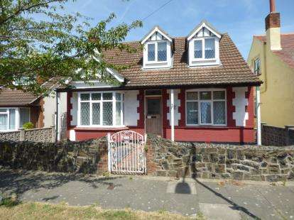 3 Bedrooms Bungalow for sale in Westcliff-On-Sea, Essex, England