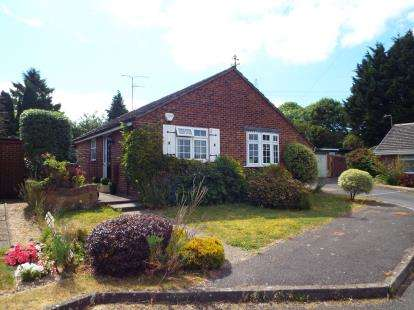 2 Bedrooms Bungalow for sale in Clanfield, Waterlooville, Hampshire