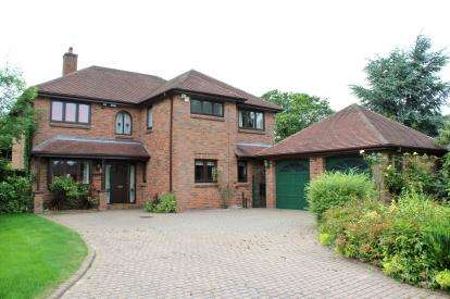 Detached House for sale in Birchways, Appleton, Cheshire