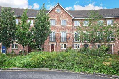 4 Bedrooms Town House for sale in The Crescent, Wood Lane, Treeton, Rotherham