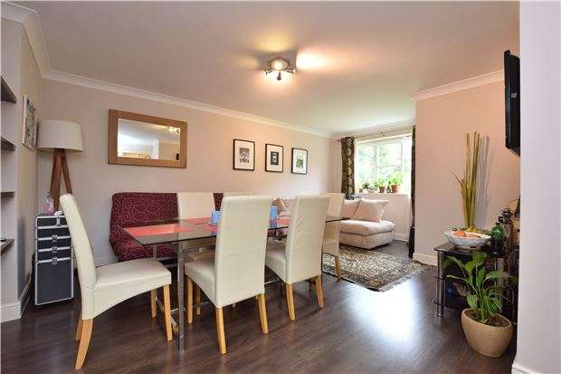 2 Bedrooms Flat for sale in Mullards Close, MITCHAM, Surrey, CR4 4FF