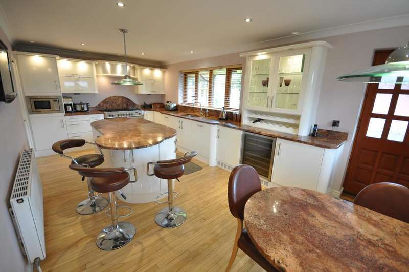 5 Bedrooms Detached House for sale in Naze Lane, Freckleton, Preston, Lancashire, PR4 1RH