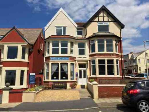 10 Bedrooms Hotel Gust House for sale in Warley Road North Shore Blackpool