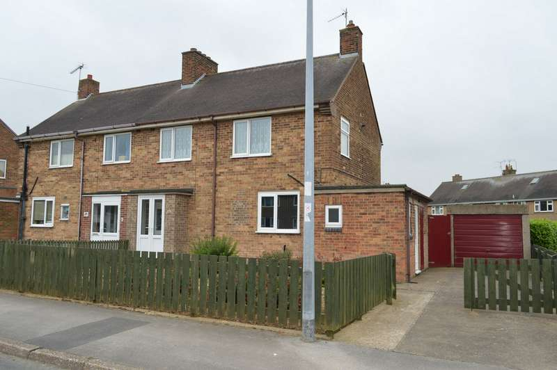 3 Bedrooms Semi Detached House for sale in Ebor Avenue, Hornsea, East Riding of Yorkshire
