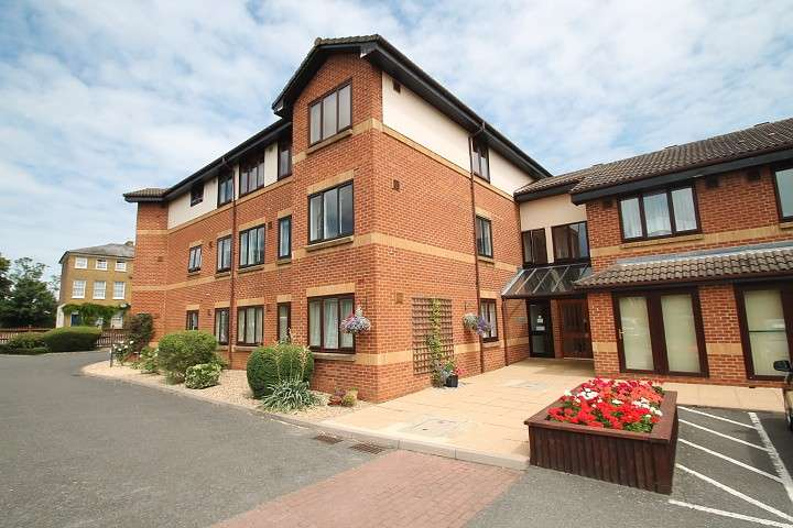 2 Bedrooms Flat for sale in Orchid Court, Albany Place, Egham, TW20