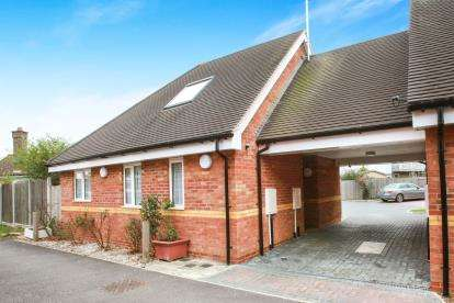 2 Bedrooms Bungalow for sale in Broomfield, Chelmsford, Essex