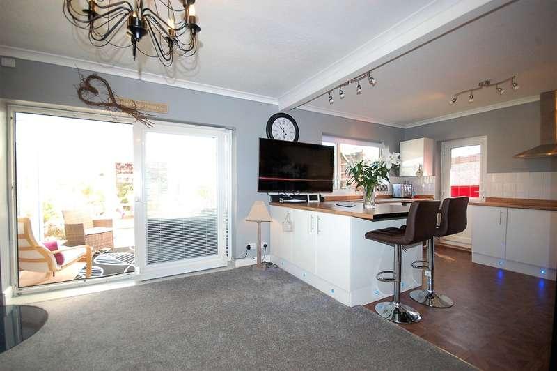 3 Bedrooms Detached Bungalow for sale in Clive Avenue, Lytham St Annes