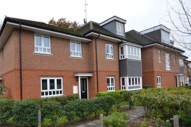 2 Bedrooms Apartment Flat for sale in Doveton House, Beaumaris Parade, Camberley