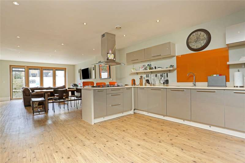 4 Bedrooms Semi Detached House for sale in Claremont Road, Windsor, Berkshire, SL4
