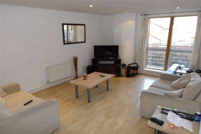 2 Bedrooms Flat for rent in Cromwell Court, Brewery Wharf, Leeds City Centre