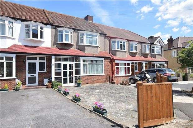 3 Bedrooms Terraced House for sale in Greenwood Close, Morden, Surrey, SM4 4HZ