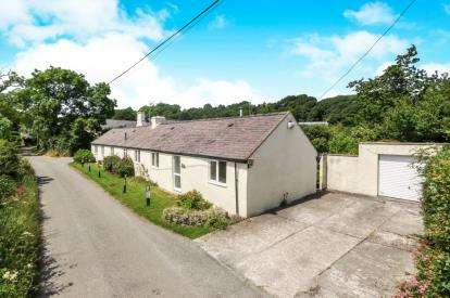 4 Bedrooms Bungalow for sale in Pant Paradwys, Paradwys, Bodorgan, Sir Ynys Mon, LL62