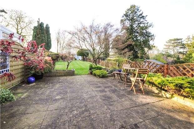 4 Bedrooms Semi Detached House for sale in Portnalls Road, COULSDON, Surrey, CR5 3DE