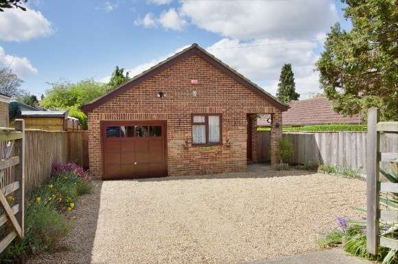 2 Bedrooms Detached Bungalow for sale in Oak Bank, Andover