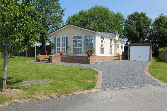 2 Bedrooms Detached Bungalow for sale in Valley Field Park, London Road , Stockbridge
