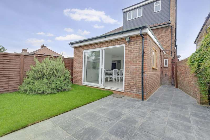 4 Bedrooms House for sale in Pennine Drive, Cricklewood