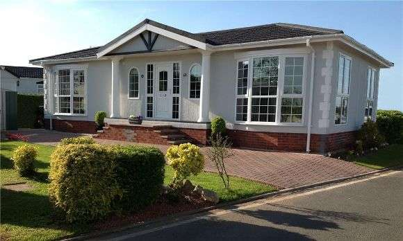 2 Bedrooms Property for sale in Fairfield Park, West End Road, Reading