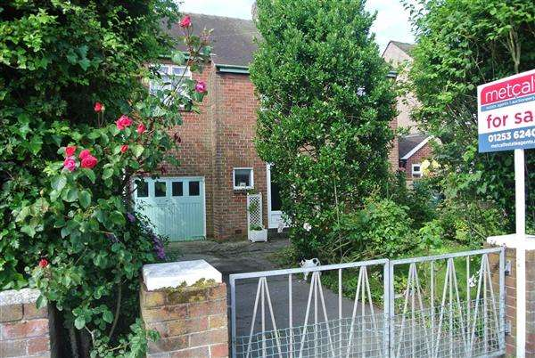 3 Bedrooms Detached House for sale in Fleetwood Road, Thornton-Cleveleys