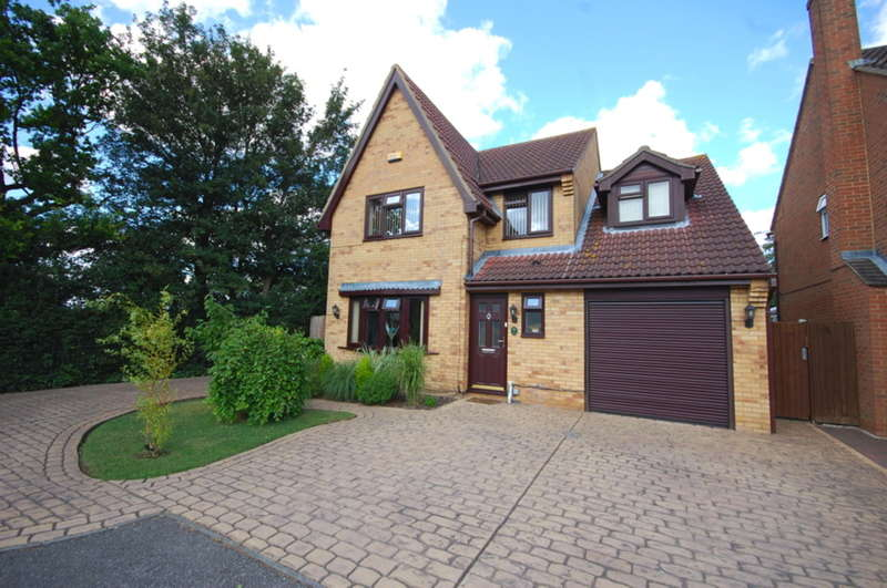 5 Bedrooms Detached House for sale in Blacksmith Close, Springfield, Chelmsford, CM1