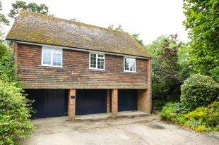 2 Bedrooms Flat for sale in The Wharf, Midhurst, West Sussex