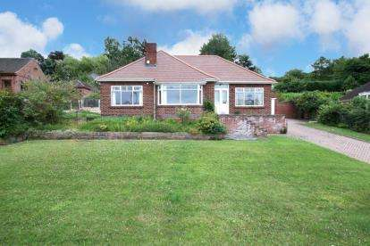 3 Bedrooms Bungalow for sale in Hawthorn Avenue, Maltby, Rotherham, South Yorkshire