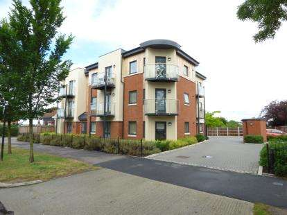 2 Bedrooms Flat for sale in 929 London Road, Leigh-On-Sea, Essex