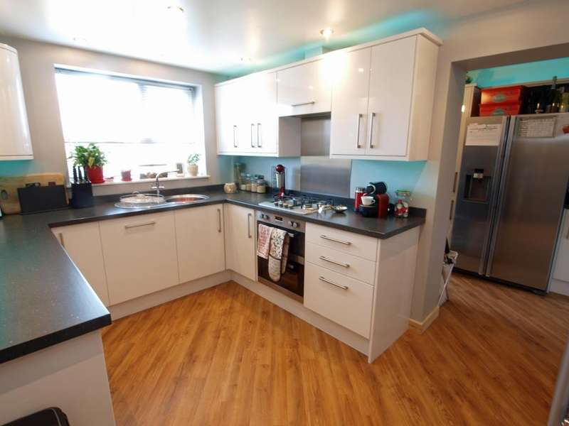 4 Bedrooms Terraced House for sale in Hawk Road, New Mills, High Peak, Derbyshire, SK22 4JJ