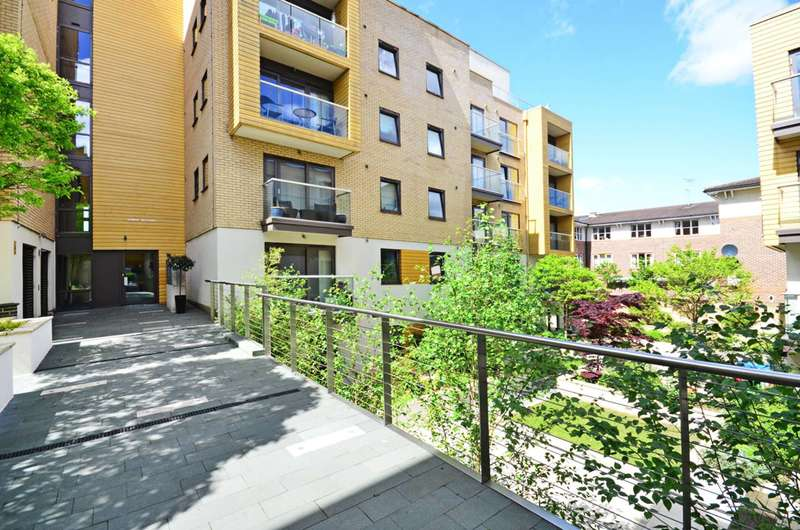 3 Bedrooms Flat for sale in Granville Road, Cricklewood, NW2