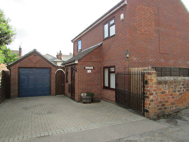 3 Bedrooms Property for sale in Hall Cut, Brightlingsea, Colchester, CO7