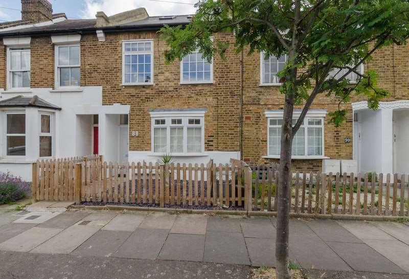 2 Bedrooms Flat for sale in Palmerston Road, London, London, SW19