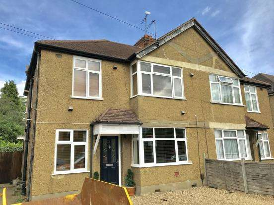 2 Bedrooms Maisonette Flat for sale in New Haw, Surrey