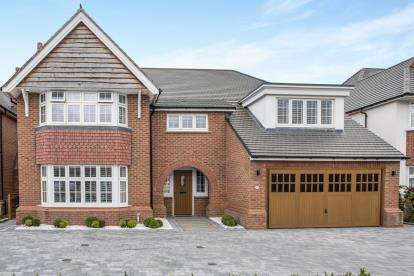 5 Bedrooms Detached House for sale in Stromford Close, Widnes, Cheshire, Tbc, WA8