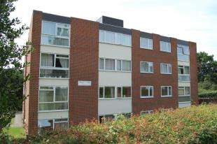 2 Bedrooms Flat for sale in Pampisford Road, Purley, Surrey