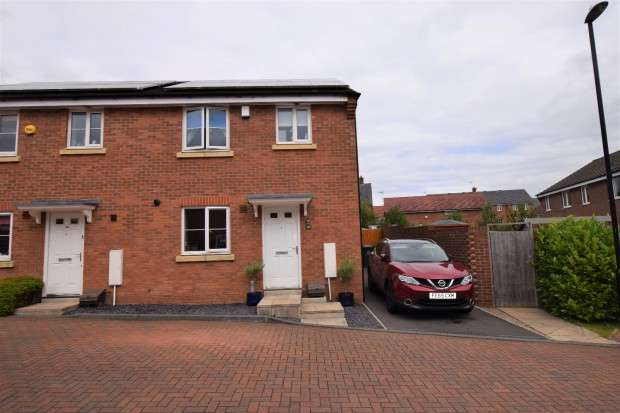 3 Bedrooms Semi Detached House for sale in Wryneck Walk, Coventry, CV4