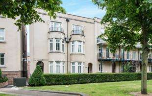 4 Bedrooms Terraced House for sale in The Boulevard, Greenhithe, Kent