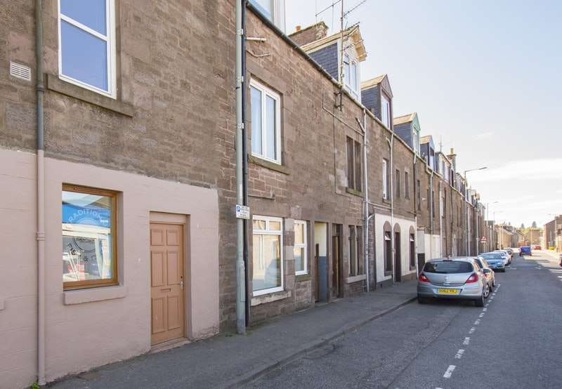 2 Bedrooms Flat for sale in Montrose Street, Brechin, Angus, DD9