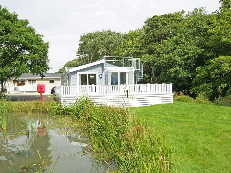 3 Bedrooms Lodge Character Property for sale in Shorefield Road, Lymington