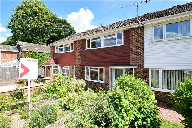 3 Bedrooms Terraced House for sale in Hasletts Close, TN1 2EE
