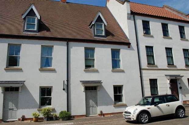 4 Bedrooms Town House for sale in Clickers Drive, Upton, Northampton NN5 4ED