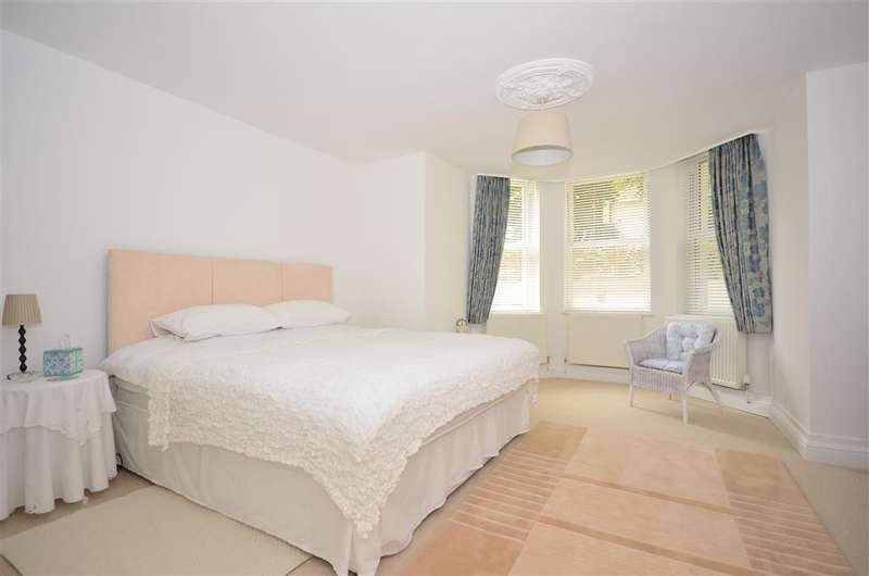 2 Bedrooms Apartment Flat for sale in Castle Hill Avenue, Folkestone, Kent