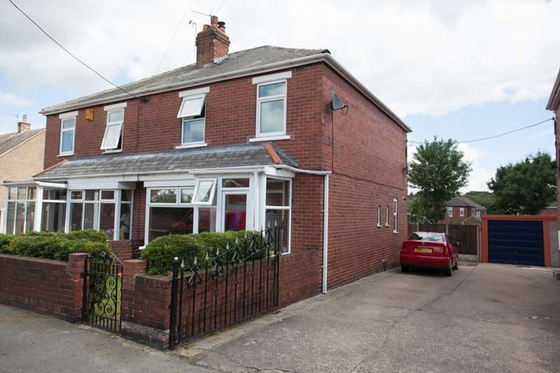 3 Bedrooms Semi Detached House for sale in Minsthorpe Vale, Pontefract, West Yorkshire, WF9